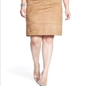 Reitmans lined faux suede skirt